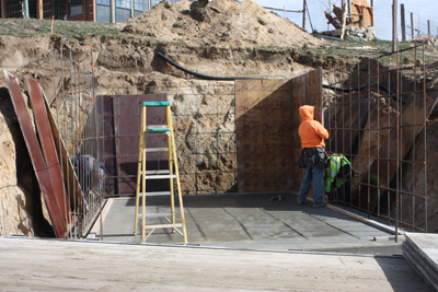 pouring concrete the floor and walls